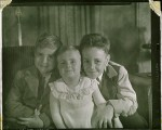 Ron, his younger sister Darlene and his older brother Bill (1948)