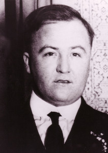 Dean O'Banion was an Irish-American mobster who was the main rival of Johnny Torrio and Al Capone during the brutal Chicago bootlegging wars of the 1920s